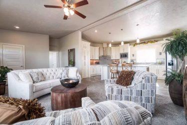 HV4663 interior living room and kitchen